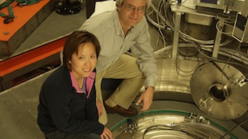 Materials researcher Judy Pang and Doug Abernathy, lead instrument scientist at ARCS, where the work on UO<sub>2</sub> was done in December 2010.